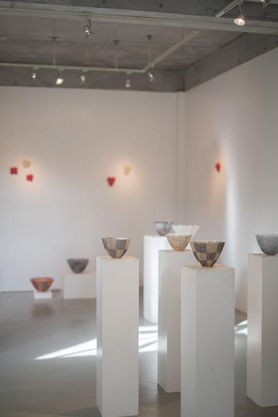 DEE'S HALL イメージ画像:2014.12.10~17 大室桃生展「パート・ド・ヴェールのガラス」会場風景