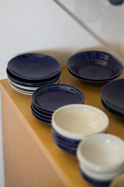 インタビューイメージ画像:臼田けい子さんの瑠璃釉5寸皿 他