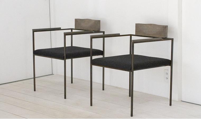 羽生野亜「ダイニングテーブル/肘掛椅子2」