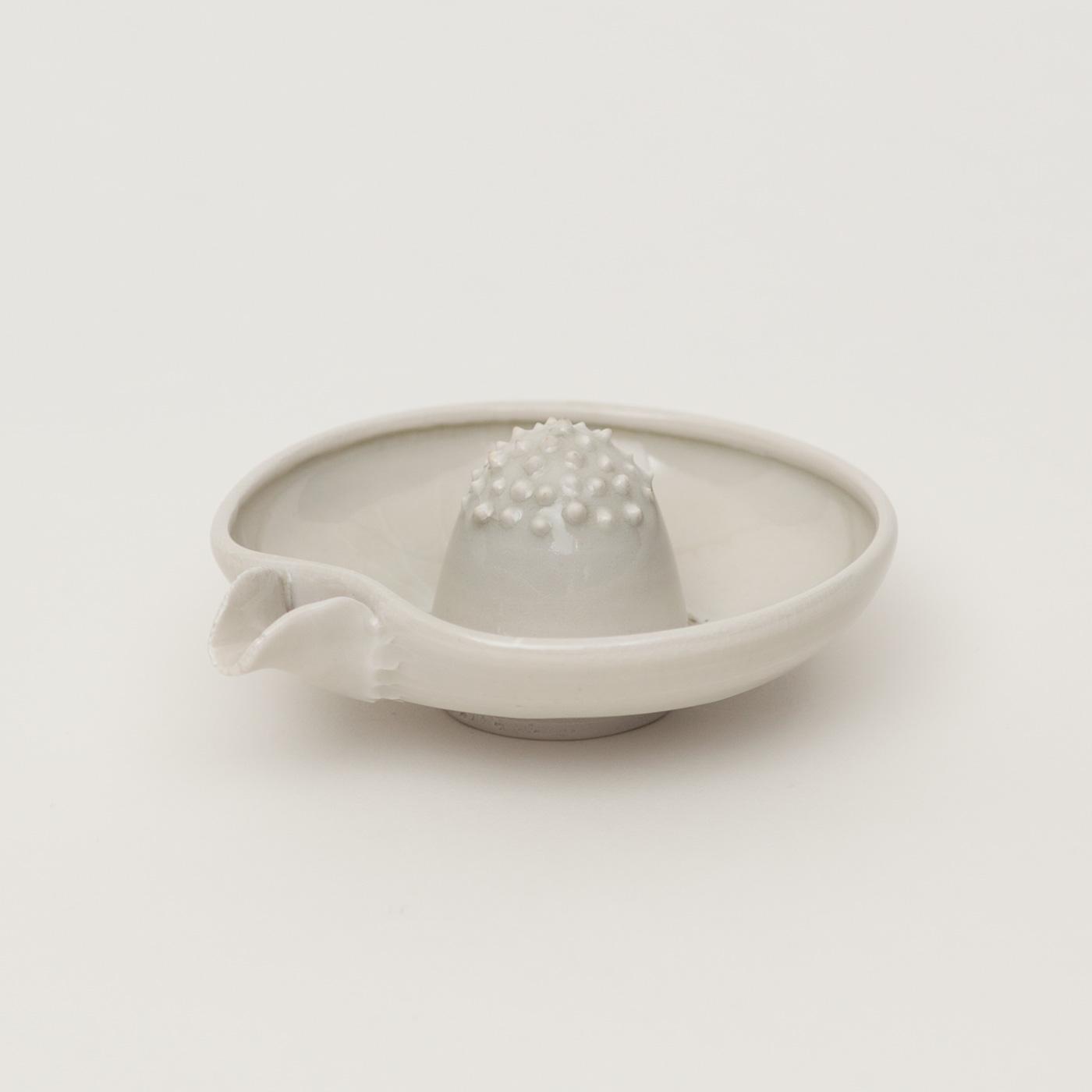 光藤佐:白磁 果汁しぼり器