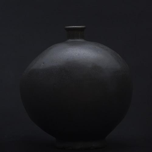 光藤佐:黒釉偏壺