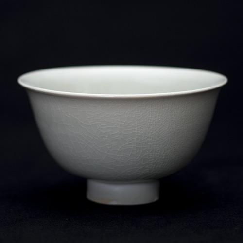 光藤佐:白磁碗