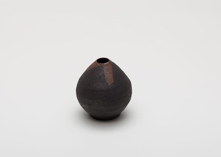 西川聡「黒い花入」