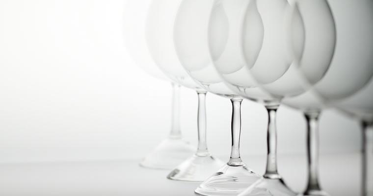 高橋禎彦「赤ワイングラス」