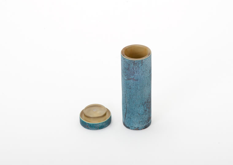 津田清和「青銅筒香入」