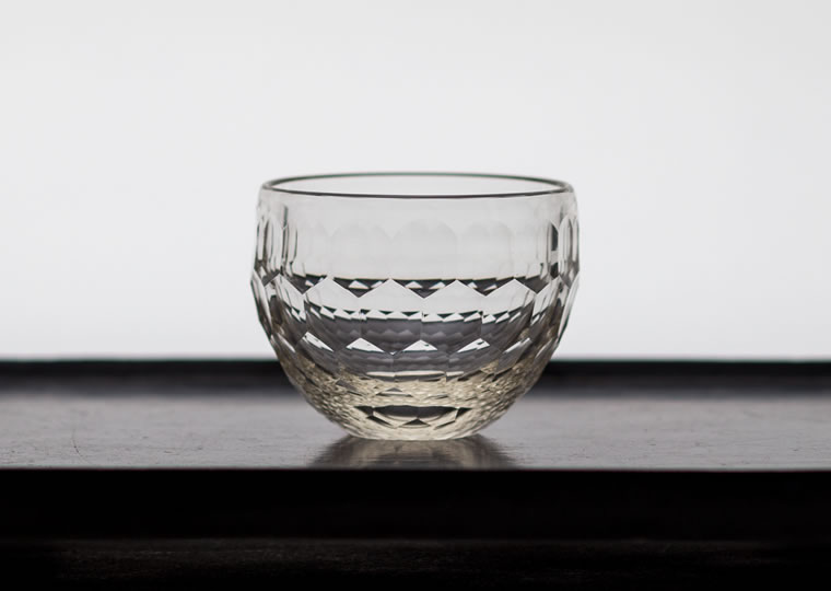 津田清和「白瑠璃酒盃」
